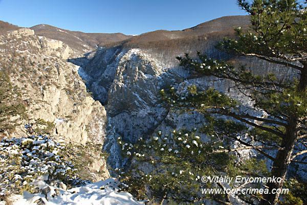 День накануне Рождества  в Большом каньоне Крыма – праздник новогодней сказки.