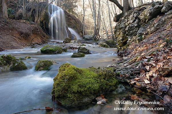 Водопад Серебряные струи в февральскую оттепель